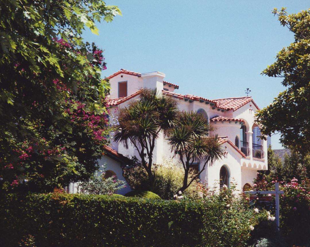 Almayo Avenue